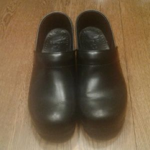 Black Dansko shoes 41 $ 40.00 # 1497